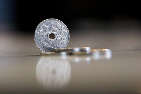Rundt 5.000 kunder hos fripoliseselskapet Silver rådes til å ta ut pengene sine slik at de unngår risiko for å tape deler av pensjonsinvesteringen.