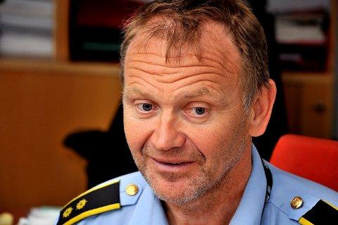 Krimsjef Kai Andersen i Sarpsborg-politiet sier at politiet er overbevist om at det sitter noen der ute med informasjon om hvem som står bak de mange busskur-hærverkene denne måneden, og oppfordrer disse til å ta kontakt med politiet.