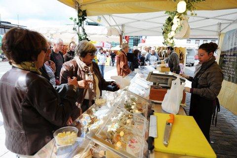 TIL TORGET: Det internasjonale matmarkedet kommer til Sarpsborg og torget 15.mai.