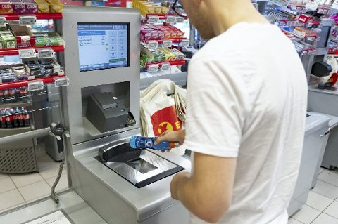 SELVBETJENT: Innsenderen har sluttet å benytte seg av selvbetjent kasse i matbutikken.