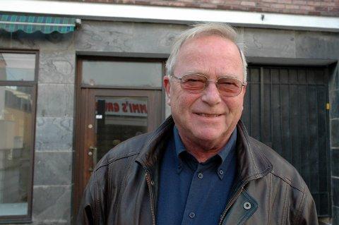 BANKMANN: Gunnar Østhagen var en profilert banksjef i Sarpsborg i mange år. Han la også ned en stor jobb for Sparta-hockeyen. Østhagen døde 18. desember. Bildet av ham er tatt i 2007.