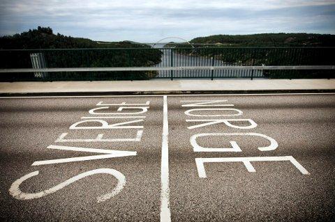 SKAL REVIDERE RIKSGRENSA: Grensa mellom Norge og Sverige skal undersøkes for å sikre at den er markert på riktig sted. Grensa mellom de to landene er 1630 kilometer lang.