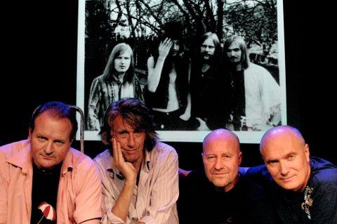 """Aunt Mary slik de så ut i 2006 (foran) og i glansdagene på 1970-tallet (bak). Fra venstre: Ketil Stensvik (trommer), Bjørn """"Krisa"""" Kristiansen (gitar), Jan Groth (vokal, gitar, keyboard) og Svein Gundersen (bass)."""