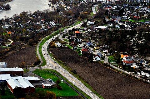 KUN TO FELT: Fylkesvei 109 Strekningen Yven - Alvim blir ikke bygd ut til fire felt. Husene mellom fylkesveien og Glomma ligger i et utsatt område med dårlig grunn.