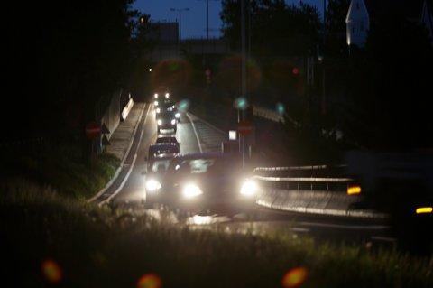 55 prosent av bilførere og passasjerer har opplevd å nesten kjøre på en fotgjenger i mørket, ifølge en ny undersøkelse.
