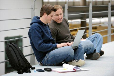 Studenter som kjøper sin første strømavtale, betaler ofte for mye, ifølge en ny undersøkelse.