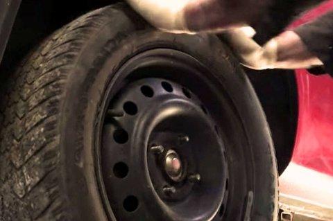 Mange opplever i disse dager at bilhjulet sitter bom fast  selv om hjulmutterne  er fjernet.