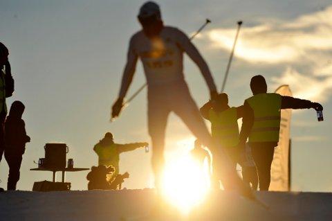 Meråker  20101204. Meråker: Vinterstemning på Meråker. Viktig med veske...  Foto: Ned Alley / Scanpix