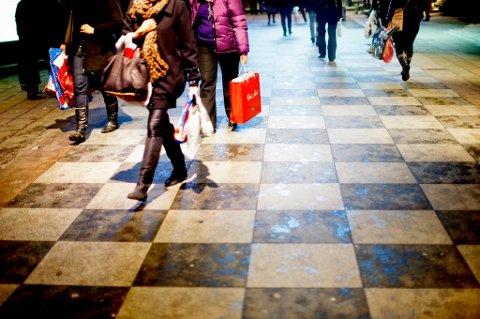 Oslo  20091215. Julehandelen er i gang. Handelsnæringen rapporterer om økning i omsetningen på mellom 4 og 5 prosent den første uken i desember i år. Handleposer. Foto: Stian Lysberg Solum / Scanpix