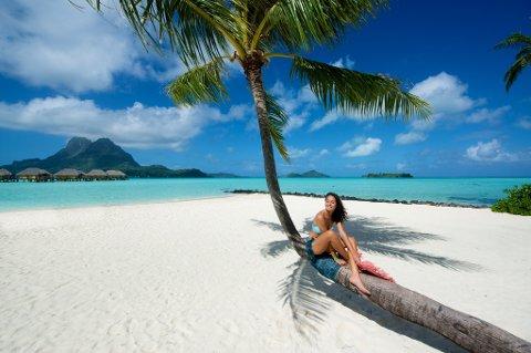 Jo lenger bort vi reiser, desto mer hjelp vil vi ha. Her slaraffenliv på Bora Bora i Stillehavet.