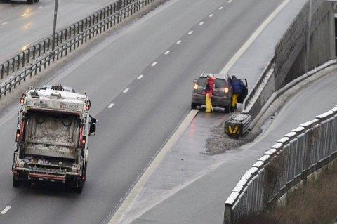 Denne haikingen på motorveibrua i Drammen er direkte livsfarlig.