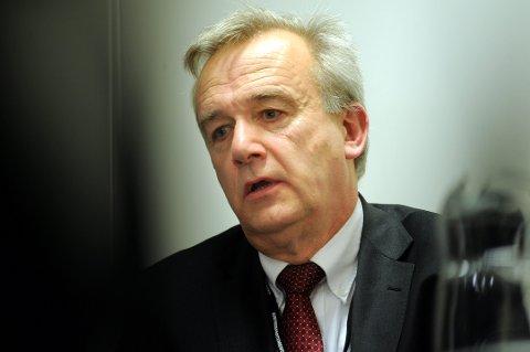 Riksadvokat Tor-Aksel Busch har skiftet mening om bevæpning av politiet på grunn av terrorfaren.