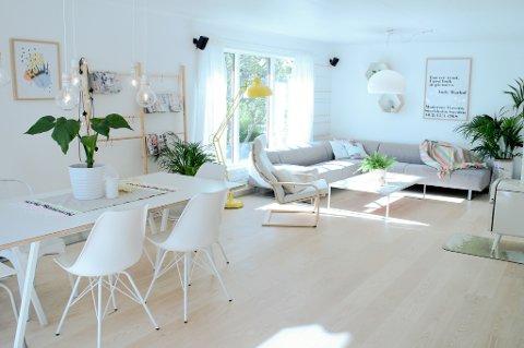 Julie Glein Halvorsen har en leken, lett og fargerik stil i hjemmet sitt på Hamar.