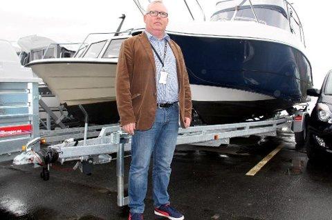 Det er en rekke hensyn å ta når man skal trekke tilhengere, enten det er flyttelass, ved eller en båt. - Regelverket er komplisert, sier Jørn Simonsen, ledern for Utekontrollseksjon hos Statens vegvesen i Region nord.