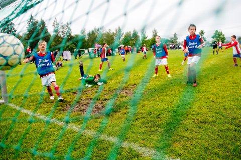 Regjeringens mål er å gi alle idrettslag full momskompensasjon.