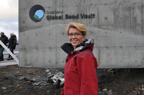 Svalbard er nærmest Åslaug Hagas andre hjem. Her ved Svalbard Global Seed Vault.