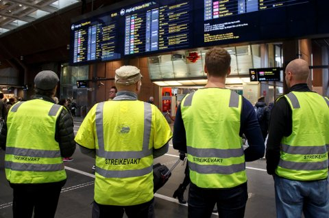 Lokførerne trapper ikke opp streiken før i neste uke.