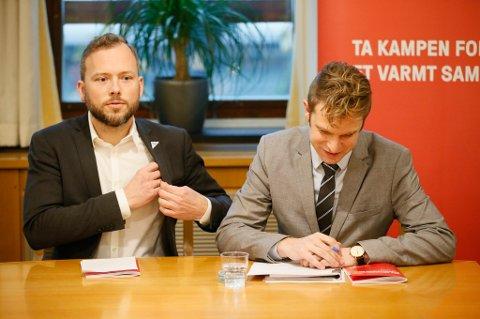 SV-leder Audun Lysbakken (t.v.) og nestleder og finanspolitisk talsperson Snorre Valen presenterer SVs alternative statsbudsjett 2017.