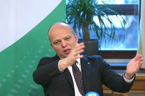 Sp-leder Trygve Slagsvold Vedum håper Stortinget legger bort det han kaller et sentraliseringshysteri.