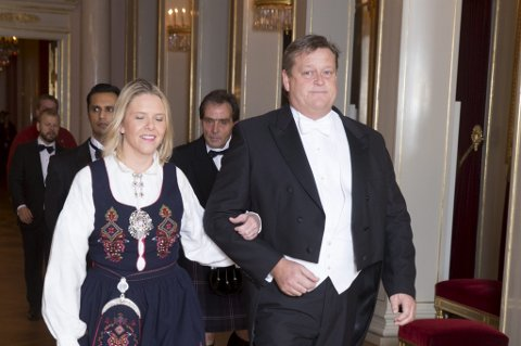 Sylvi Listhaug og Harald Tom Nesvik fra Frp har denne uka kommet med en rekke angrep mot det de kaller «samfunnseliter» og «feministelitene» som de mener er i utakt med folk flest. Her fra en middag på slottet i 2014.