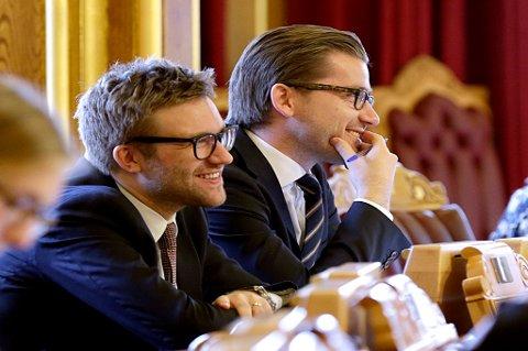 Stefan Heggelund (nærmest) er arbeidslivspolitisk talsperson i Høyre.