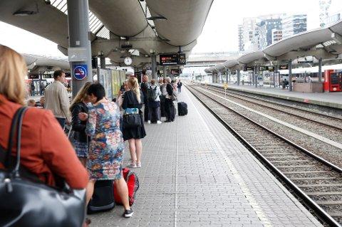 Signalfeil er en vanlig kilde til frustrasjon for togreisende, som blir forsinket uten at det oppgis årsak eller anslag på hvor lang tid det vil ta før toget går igjen.