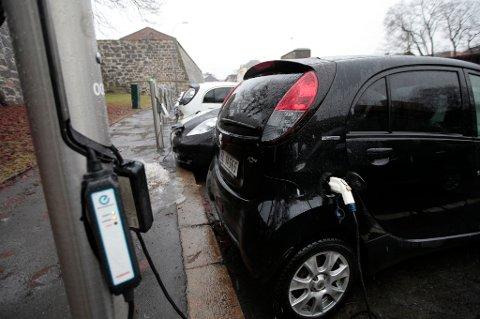 Alle som eier elbil slipper årsavgift fra 2018.