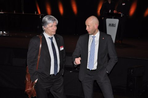 Venstres Ola Elvestuen sikrer olje- og energiminister Tord Lien flertall for omstridt punkt i ny energilov.