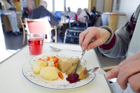 Matministeren ønsker at alders- og sykehjem skal gi beboerne en god matopplevelse.