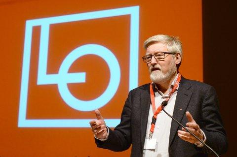 LO-nestleder Tor-Arne Solbakken omtaler regjeringens skroting av tariffavtalen som et hardt slag.