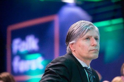 Biodrivstoff er nødvendig for å få ned klimagassutslippene på kort og mellomlang sikt, mener nestleder Ola Elvestuen i Venstre.