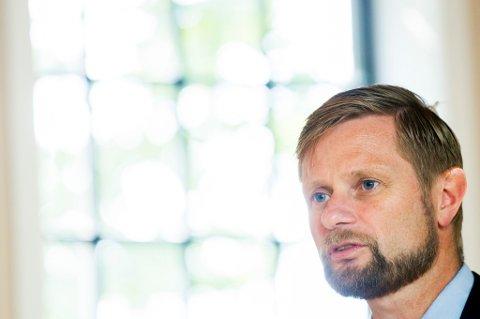 helseminister Bent Høie (H) vil forhindre at smaksatte sigarer og sigarillos blir et trendprodukt for unge.