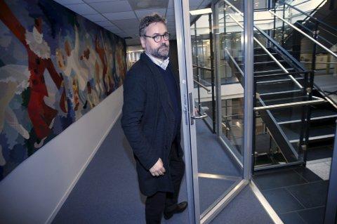 Knut Aarbakke i Akademikerne mener Ap blander seg inn i den frie forhandlingsretten.
