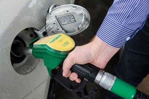 Forhandlingene om et grønt skatteskifte med dyrere diesel og bensin går i sneglefart.