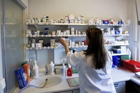 Det er stor mangel på kvalifisert helsepersonell i Norge, viser årets bedriftsundersøkelse fra Nav.