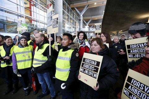 Arbeidsmiljøloven ble endret til store protester fra arbeidstakere.