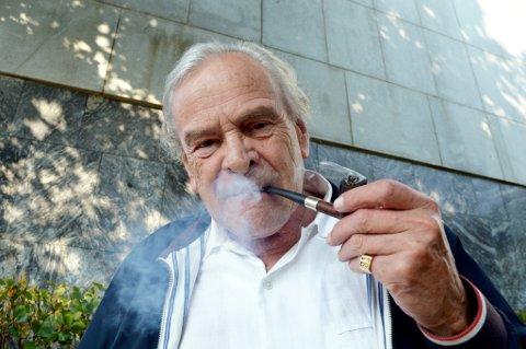 – Regjeringen berettiger sin eksistens ved å kastrere piperøykernes hverdag, sier Torkjell Berulfsen.