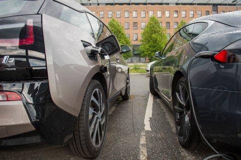 – Avgiftene på null- og lavutslippsbiler og klimavennlig drivstoff må ytterligere ned, mener Venstre.
