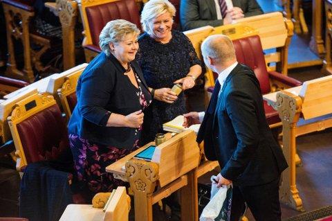 Siv Jensen (Frp) og Trygve Slagsvold Vedum (Sp) kan begge glede seg over en god meningsmåling, mens statsminister Erna Solberg (H) må tåle en tilbakegang.