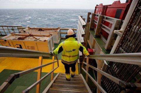 Dersom du mister jobben som følge av dårlige tider i Norge, kan du gå til sak mot arbeidsgiveren din og beholde jobben så lenge saken ikke er avgjort.