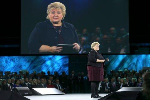 Statsminister Erna Solberg (H) talte til NHOs årskonferanse torsdag. Hun forberedte næringslivet på en tøff klimajobb framover.