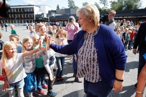 Erna Solberg og Høyre styrker seg etter valgseieren på oktobermålingen fra Opinion for ANB.