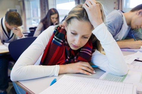 En ny rapport viser at jenter er mer utsatt for skolerelatert stress enn gutter