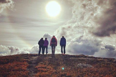 Det er ikke nødvendig å tømme familiens sparekasse for å få en flott ferie i lavlandet, i marka eller på fjellet.