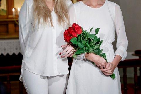 For kvinner som gifter seg med kvinner, er antallet i 2016 det laveste siden den nye ekteskapsloven ble innført i 2009,