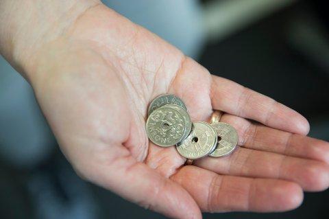 Seks av ti mellom 25 og 35 år bruker sjelden eller aldri sedler eller mynter når de betaler.