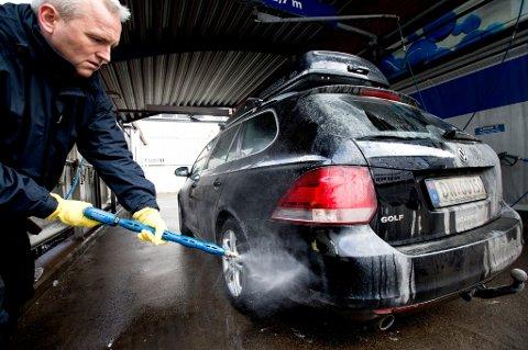 En skikkelig bilvask er ikke minst viktig på vinteren, når salt og skitt fester seg til lakken.