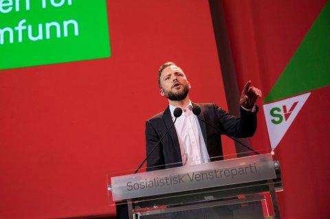 SV-leder Audun Lysbakken åpnet partiets landsmøte på Gardermoen fredag formiddag. Han brukte talen sin blant annet til å gå til knallhardt angrep på regjeringens skattepolitikk som han mener skaper større ulikheter.