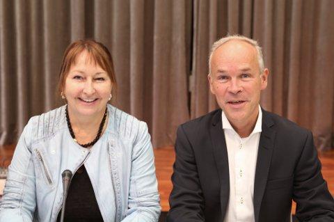 Både KS-leder Gunn Marit Helgesen og kommunalminister Jan Tore Sanner er fornøyd med at kommunene får bedre rettigheter.