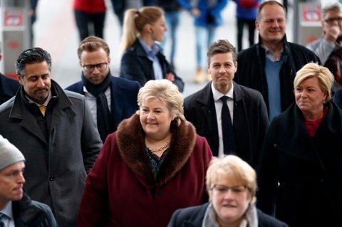 Regjeringen og støttepartiene orienterte om Nasjonal transportplan på Oslo S torsdag.